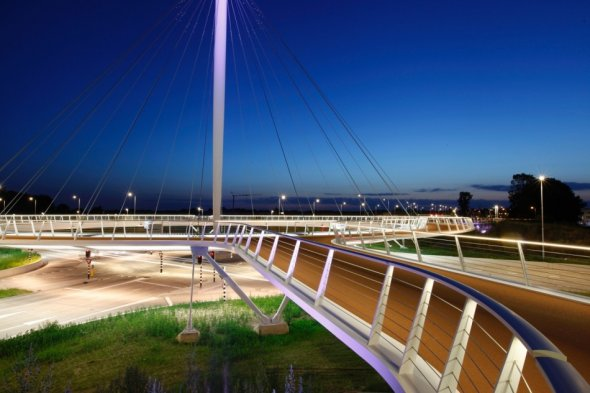Rotunda flutuante de Hovenring, Eindhoven, Holanda